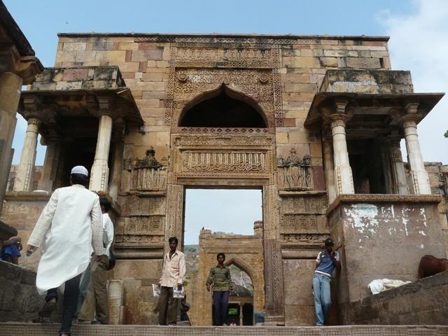 Adhai_Din-ka-Jhonpra_Entrance_gateway.